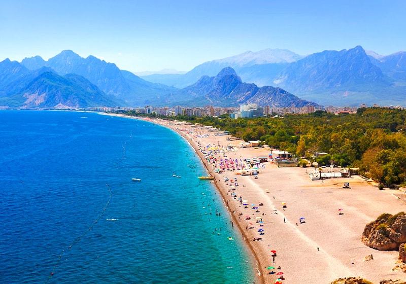 شاطئ كونيالتي في أنطاليا