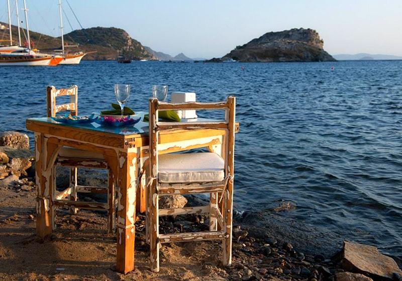 بودروم العشاء على الشاطئ