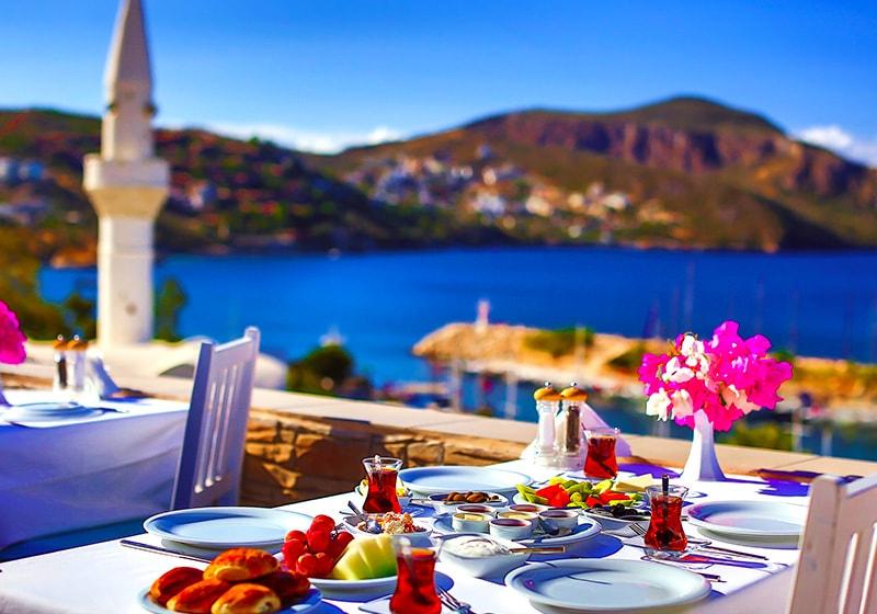 الإفطار في كالكان تحت الشمس