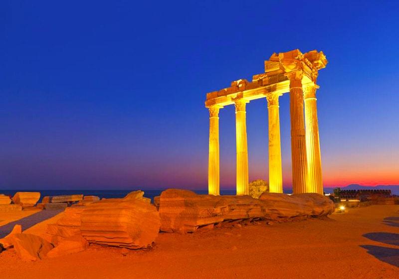 معبد أبولو في نهايه شبه الجزيره في سايد