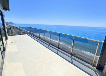 شقة بنتهاوس للبيع مطلة على شاطئ البحر مع إطلالة رائعة على ألانيا