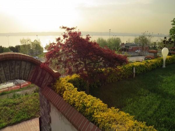 بإطلالة على البحر الفيلا 7 غرف نوم الرائعة للبيع بيوكشيميجه، اسطنبول